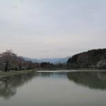20140427車中泊旅行記17 福島県喜多方市にある道の駅「喜多の郷」の池で気持ちのいいお散歩